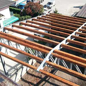 Roof in structural steel and wood